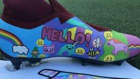 Παίκτες της New York Red Bull ζωγράφισαν παπούτσια για να… κλωτσήσουν τον παιδικό καρκίνο (pics)