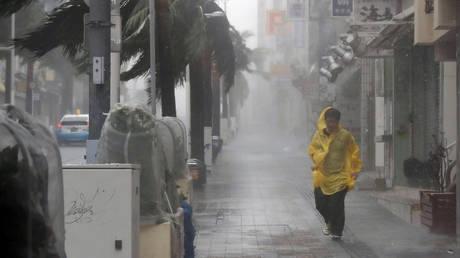 Τραυματίες, ζημιές και προβλήματα από το πέρασμά του τυφώνα Τράμι από την Ιαπωνία (pics)