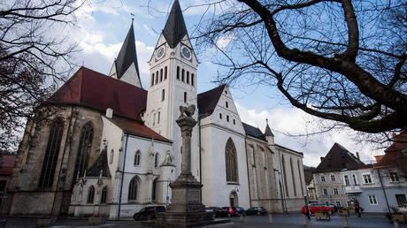 Χιλιάδες παιδιά έχουν κακοποιηθεί σεξουαλικά από ιερείς στη Γερμανία
