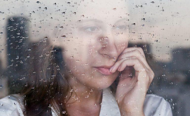 Εποχική κατάθλιψη – Φθινόπωρο. Γράφει η Φλώρα Μυρσαλιώτου