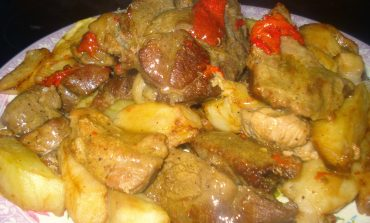 Kοτόπουλο λεμονάτο με πατάτες για να φτιάξετε το Σαββατοκύριακο