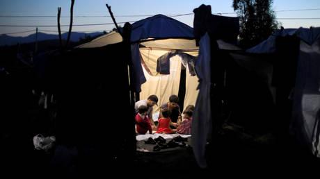 Politico: Έρευνα για πιθανή κακοδιαχείριση προσφυγικών κονδυλίων στην Ελλάδα ξεκίνησε η Ε.Ε.