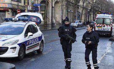 Παρίσι. Άγρια επίθεση με μαχαίρι και σιδερολοστό το βράδυ της Κυριακής