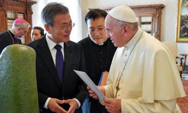 Ο Κιμ Γιονγκ Ουν προσκάλεσε τον πάπα Φραγκίσκο στη Β. Κορέα