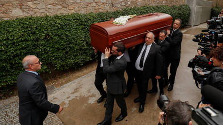 Το «τελευταίο αντίο» στη Μονσερά Καμπαγιέ (pics)