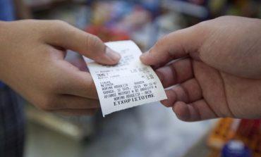 Αφορολόγητο: Προσοχή στις αποδείξεις με κάρτα – Σχέδιο για αύξηση του ορίου