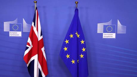 «Κλείδωσε» η συμφωνία για τις σχέσεις ΕΕ-Βρετανίας μετά το Brexit