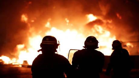 «Πεδίο μάχης» οι δρόμοι της Γαλλίας: Σφοδρές συγκρούσεις «κίτρινων γιλέκων» – αστυνομίας (pics&vids)