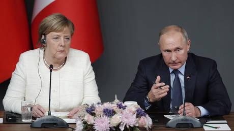 Αίτημα Πούτιν στη Μέρκελ να πιέσει το Κίεβο να μην πάρει «απερίσκεπτες αποφάσεις»