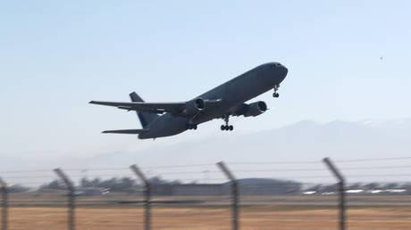 Αεροσκάφος χτύπησε σε στύλο ενώ ετοιμαζόταν για απογείωση (vid)