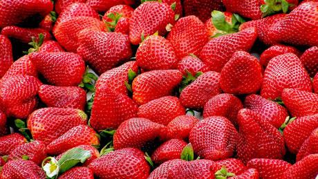 Αυστραλία: Λύθηκε εν μέρει το μυστήριο με τις βελόνες σε φράουλες