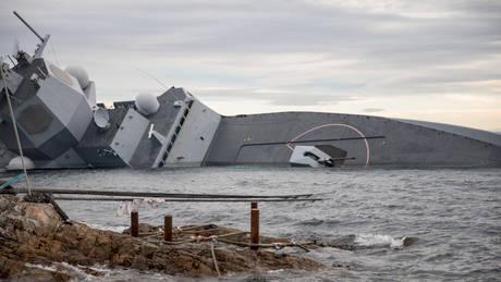 Βυθίζεται η φρεγάτα του Πολεμικού Ναυτικού της Νορβηγίας (pics)