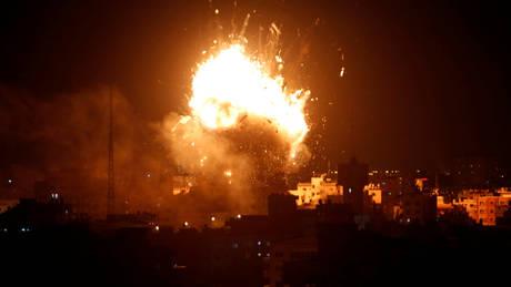 Γάζα: Ισραηλινά αεροσκάφη βομβάρδισαν τον τηλεοπτικό σταθμό της Χαμάς (pics)
