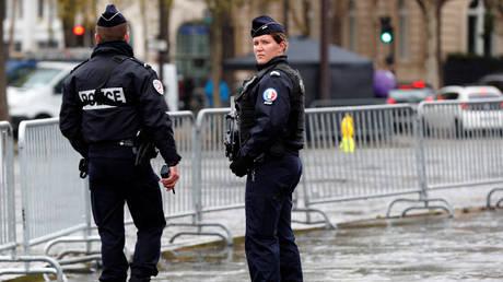 Γαλλία: Άνδρας απειλεί να απασφαλίσει χειροβομβίδα -Ζητά να δει τον Μακρόν