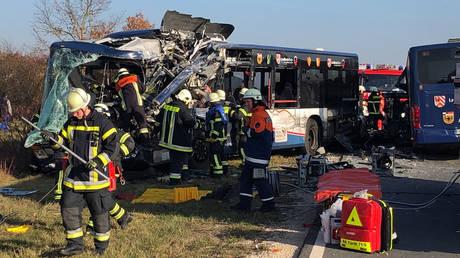 Γερμανία: Μετωπική σύγκρουση σχολικών λεωφορείων με 40 τραυματίες (vid)