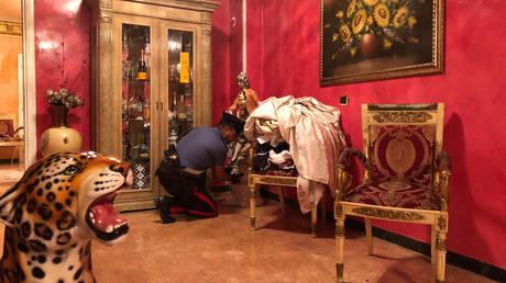Ιταλία: Κατεδαφίστηκαν οι… κακόγουστες βίλες μαφιόζων  (pics&vid)