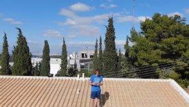 Ο Τσιτσιπάς διαφημίζει την Ελλάδα με το drone του από τα κεραμίδια του σπιτιού του! (vid)