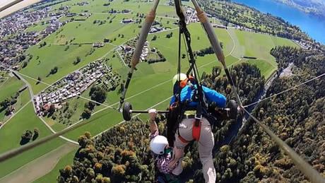 Πτήση…τρόμου για τουρίστα στην Ελβετία: Ο δάσκαλος δεν τον έδεσε ποτέ στο αιωρόπτερο! (pic)