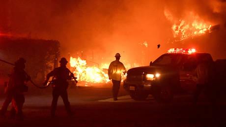 Πύρινη κόλαση στην Καλιφόρνια: Τουλάχιστον εννέα νεκροί από τη φωτιά