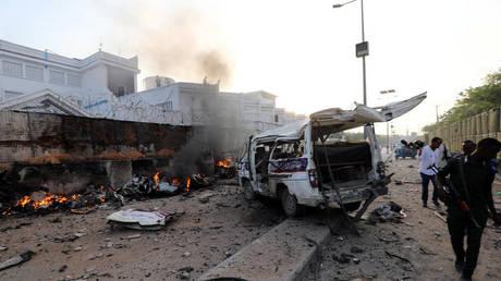 Σομαλία: Τουλάχιστον 17 νεκροί από επίθεση καμικάζι με παγιδευμένα αυτοκίνητα (pics)