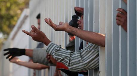 Στον φράχτη της Τιχουάνα το καραβάνι μεταναστών από την Κεντρική Αμερική