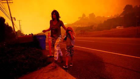 Στο έλεος της πύρινης λαίλαπας η Καλιφόρνια