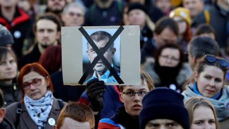 Τσεχία: Μαζικές διαδηλώσεις με αίτημα την παραίτηση του πρωθυπουργού (pics)
