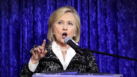 Χίλαρι Κλίντον: Καλεί τους Αμερικανούς να συμμετέχουν στις ενδιάμεσες εκλογές