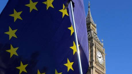 Brexit: Στα πρόθυρα παραίτησης τέσσερις υπουργοί της κυβέρνησης