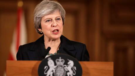 Brexit: Υπό πίεση να επαναδιαπραγματευτεί τη συμφωνία με τις Βρυξέλλες η Μέι