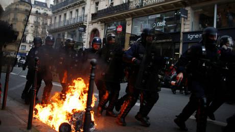 «Κίτρινα γιλέκα»: Ανυπολόγιστες οι ζημιές, τονίζει η δήμαρχος του Παρισιού
