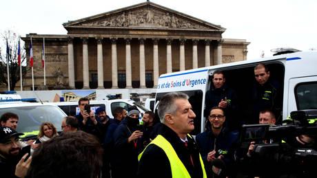 Γάλλος ΥΠΟΙΚ για «κίτρινα γιλέκα»: Πρέπει να επιταχύνουμε τη μείωση των φόρων