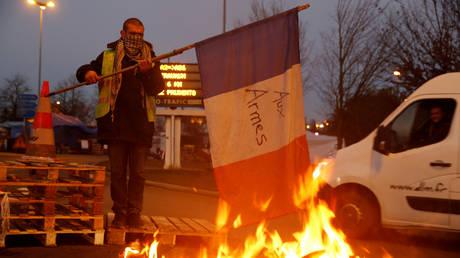 Γαλλία: Σε ετοιμότητα οι Αρχές για τις νέες μαζικές διαδηλώσεις των «κίτρινων γιλέκων» (pics&vid)