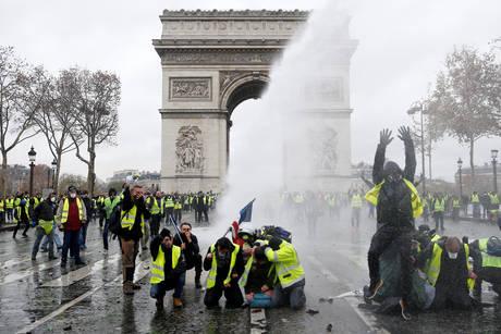 Γαλλία: 89.000 αστυνομικοί το Σάββατο για τα «κίτρινα γιλέκα»