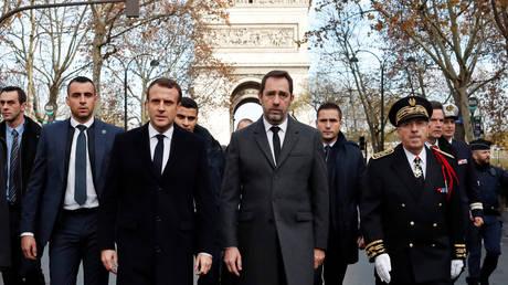 Δραματικές ώρες στη Γαλλία: Ο Μακρόν εξετάζει το ενδεχόμενο κήρυξης κατάστασης έκτακτης ανάγκης