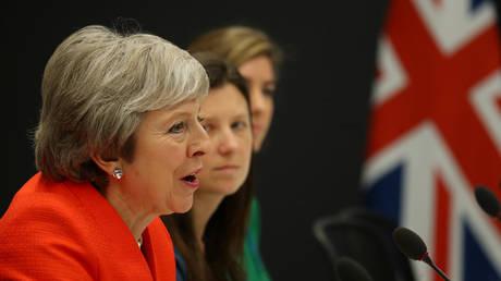 Μέι προς βουλευτές: Έχετε τρεις επιλογές για το Brexit