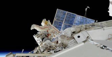 Μυστηριώδης τρύπα σε διαστημικό σκάφος προβληματίζει το Διεθνή Διαστημικό Σταθμό (video)