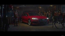 Ο Άγιος Βασίλης γίνεται… μποξέρ και οδηγάει Audi RS5! (vid)