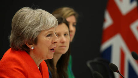 Brexit: Η Μέι Μπροστά στο χείλος μιας πανωλεθρίας αναμένεται να αναβάλει την ψηφοφορία της Τρίτης