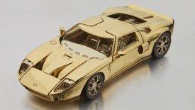 H χρυσή μινιατούρα ενός Ford GT κοστίζει όσο δύο μικρά αυτοκίνητα
