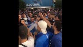 Τρέλα Ελλήνων οπαδών για τον Τσιτσιπά έξω από το γήπεδο! (vid)