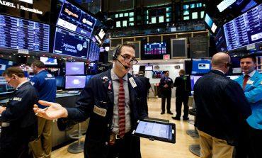 "Wall Street: Μικτά πρόσημα, ""βαρίδι"" για τον Dow η διαμάχη με την Κίνα"