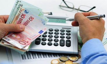 Η προεκλογική ρύθμιση για οφειλές στην εφορία που ετοιμάζει το ΥΠΟΙΚ