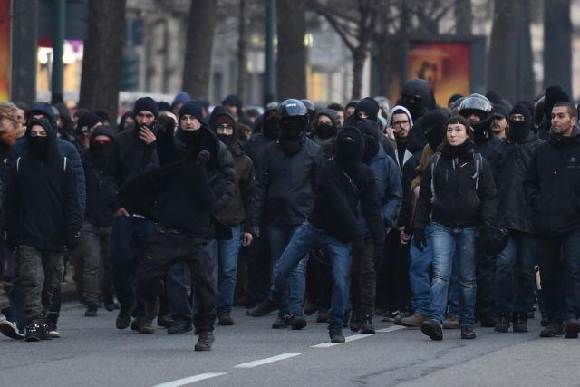 Ιταλία: Εικόνες πολέμου στο Τορίνο μετά την εκκένωση κατάληψης