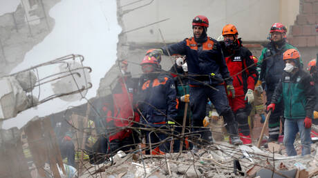 Κωνσταντινούπολη: Τουλάχιστον 6 οι νεκροί από την κατάρρευση της πολυκατοικίας (pics&vids)