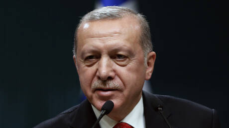 Τούρκος ηλικιωμένος καταδικάστηκε να διαβάσει 24 βιβλία για τον… Ερντογάν!
