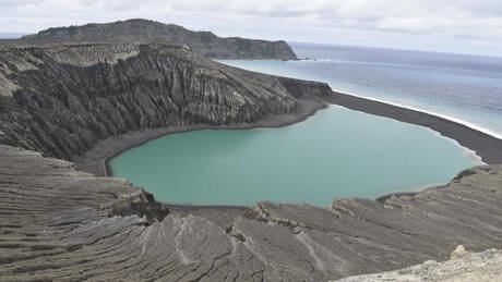 Φτιαγμένο από τέφρα αλλά… χωρίς τέφρα: Το μυστήριο νησάκι του Ειρηνικού προκαλεί δέος στη NASA