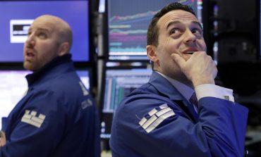 Wall Street: Μικτά πρόσημα εν μέσω εμπορικών ανησυχιών