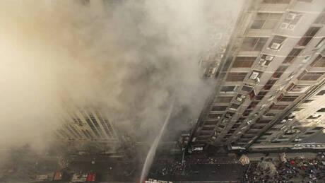 Βίντεο – σοκ: Άνθρωποι πέφτουν στο κενό από φλεγόμενο κτήριο για να σωθούν (pics&vids)