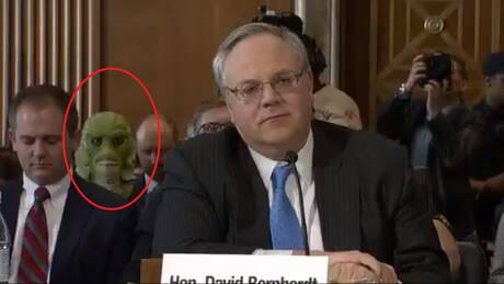Τι κάνει ένα τέρας πίσω από τον υποψήφιο υπουργό Εσωτερικών των ΗΠΑ; (pics&vids)